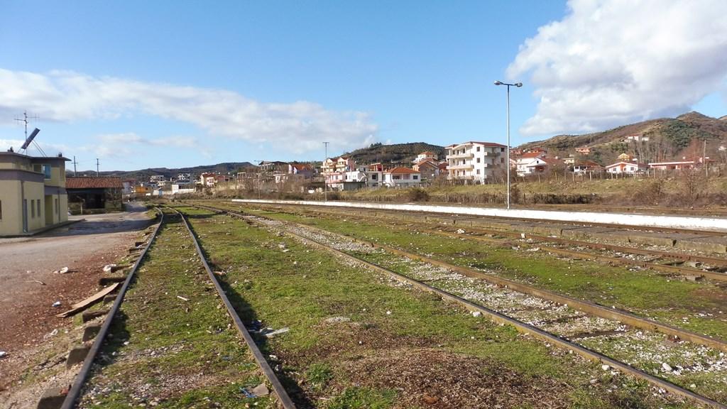http://bode-elektronik.de/Fotos/Albanien/Vore_Bahnhof_01.JPG